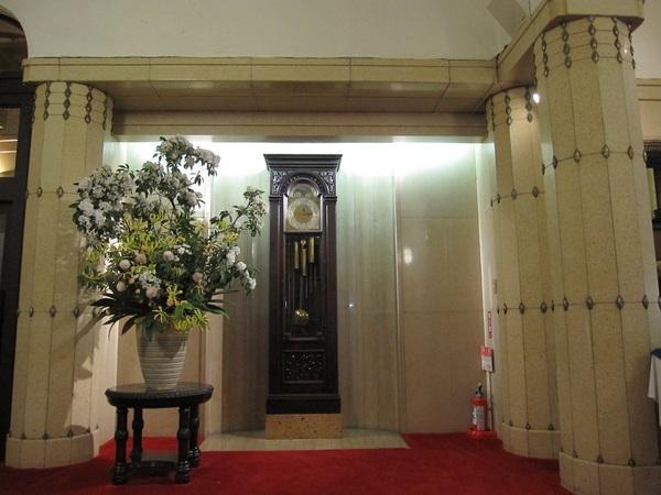 学士会館入口.jpg