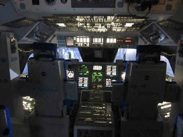 スペースシャトルコックピット.jpg