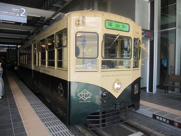 レトロな富山路面電車.jpg