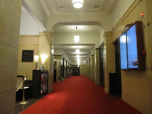 学士会館の廊下.jpg