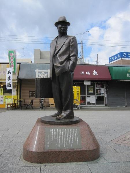 寅さんの銅像.jpg