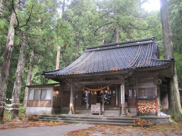 雄山神社本殿.jpg